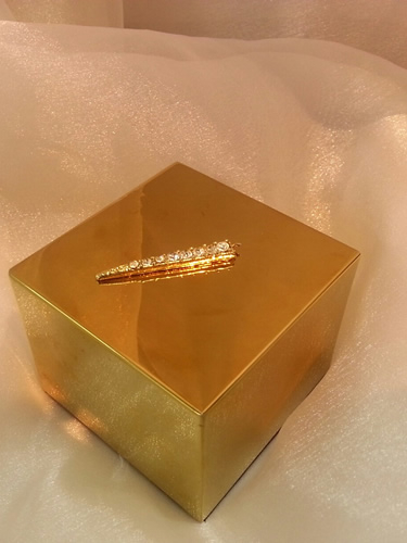 gold cube jewellery display stand